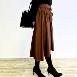 チョコ色のスカート